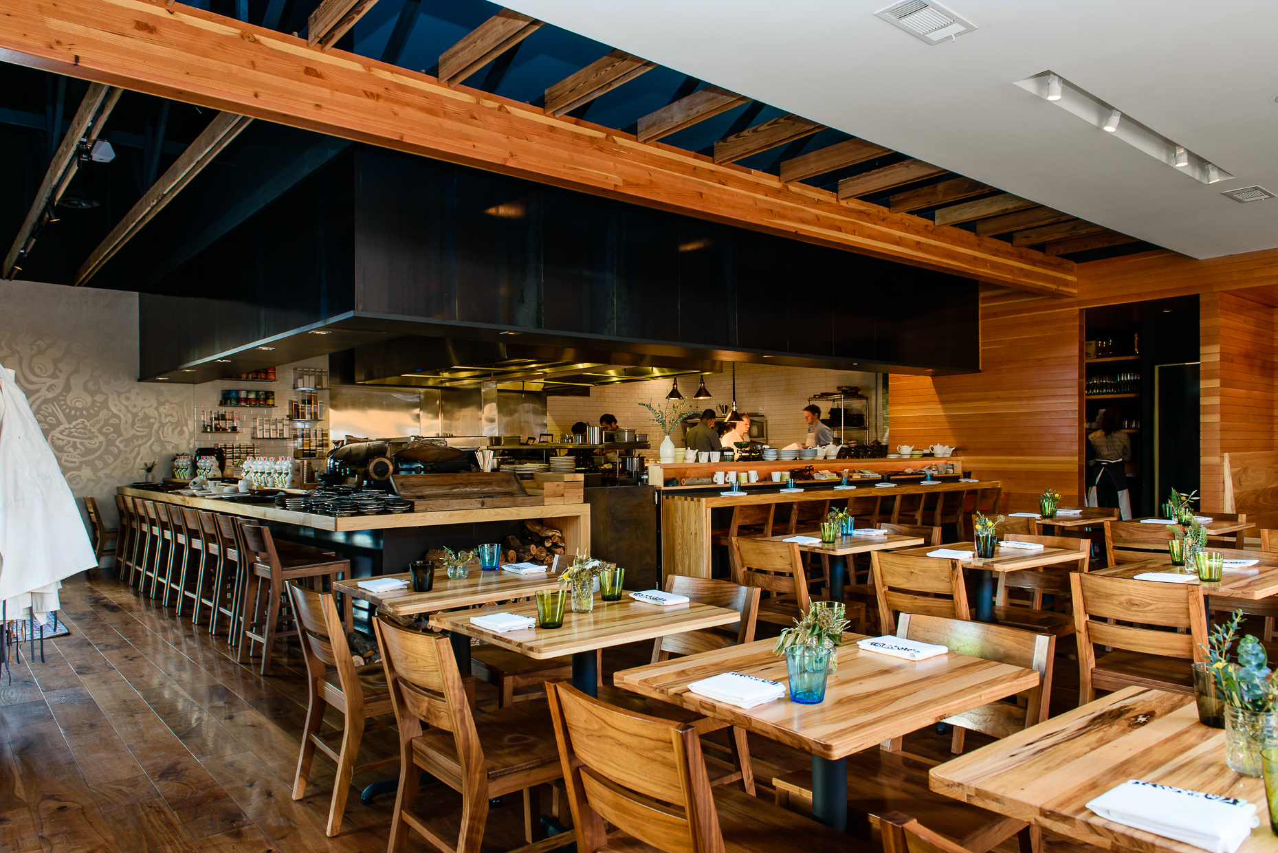 Austin-Commercial-Photographers-Architectural-Interior-Qui-Restaurant-Design-East
