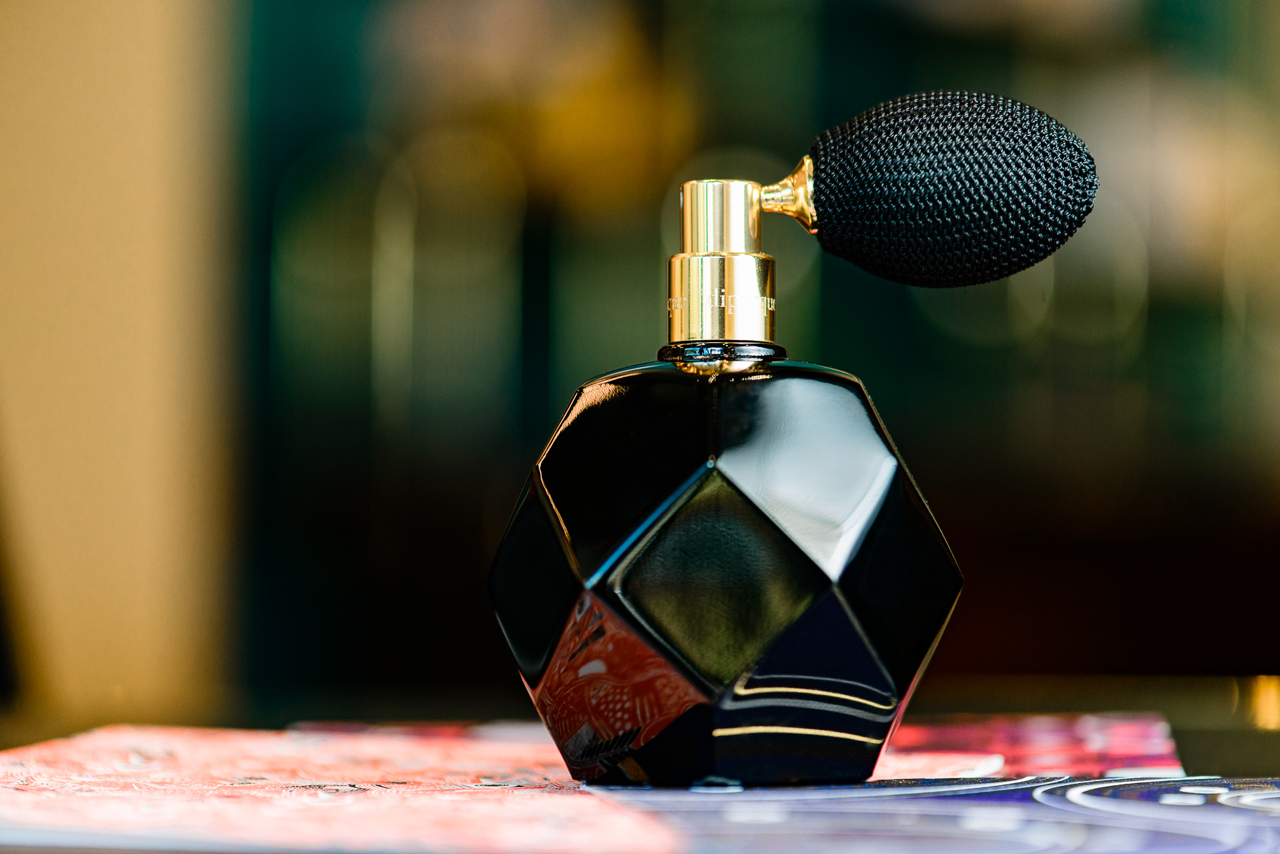 Commercial-Product-Photographer-Austin-Texas-Diptyque-Perfume-Bottle-Octadecagon